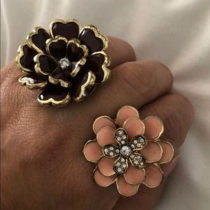 2 stretchable rings.